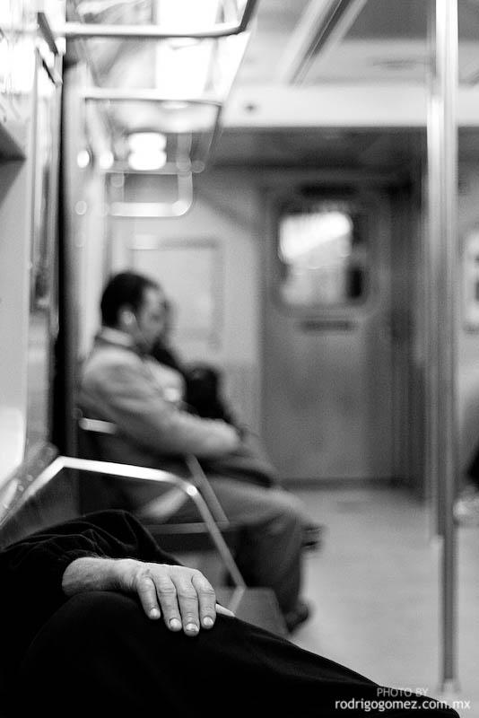 Dormido en el Metro