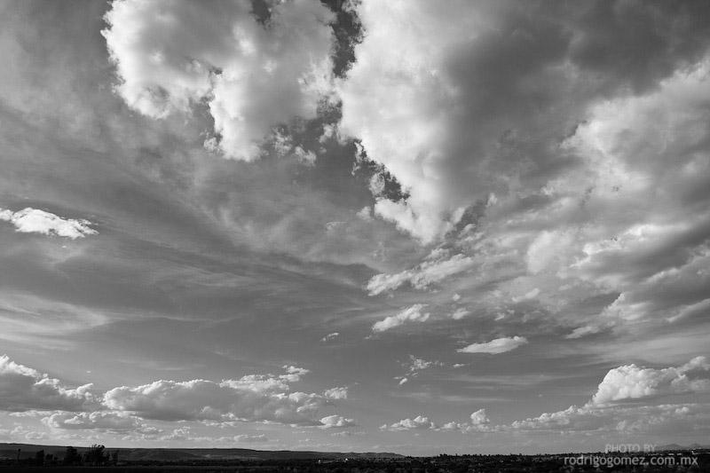 Nubes y Cielo - Blanco y Negro I