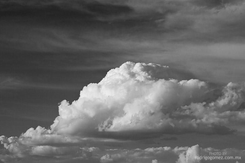 Nubes y Cielo - Blanco y Negro II