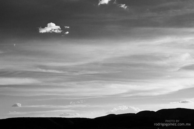 Nubes y Cielo - Blanco y Negro III