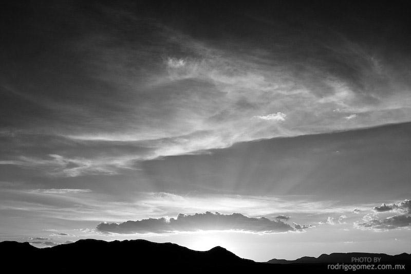Nubes y Cielo - Blanco y Negro VI