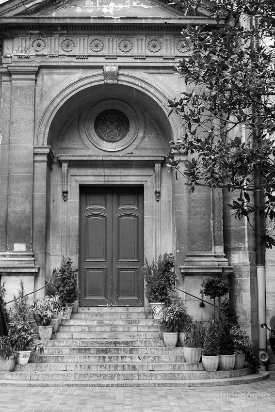 Puerta y Flores - París