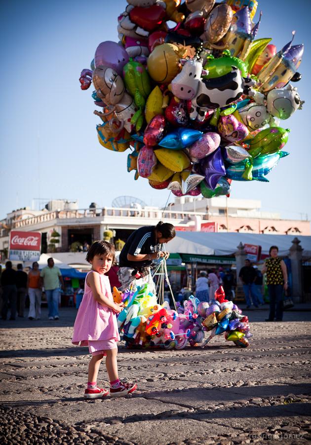 La niña y los globos - Aguascalientes
