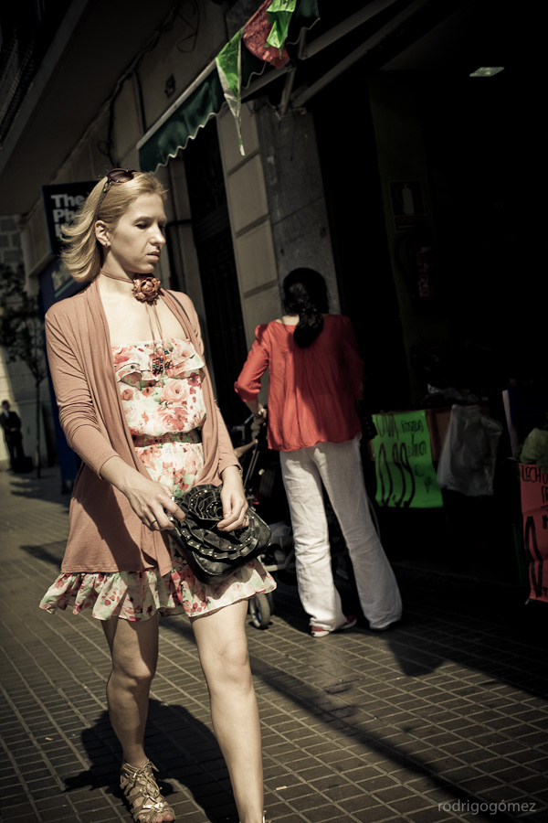 Walking Woman - Barcelona