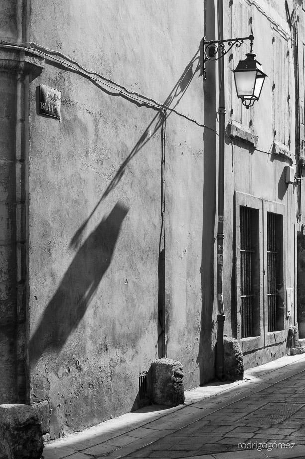 Farola y Sombras - Arles, Francia